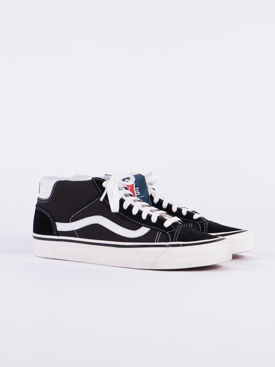 Black/White Anaheim Factory Mid Skool 37 DX
