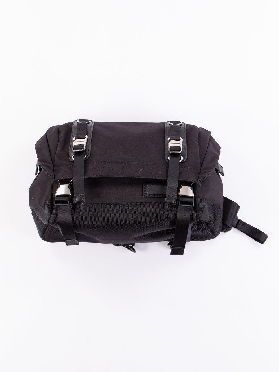 Black 01235 Hunter Shoulder Bag