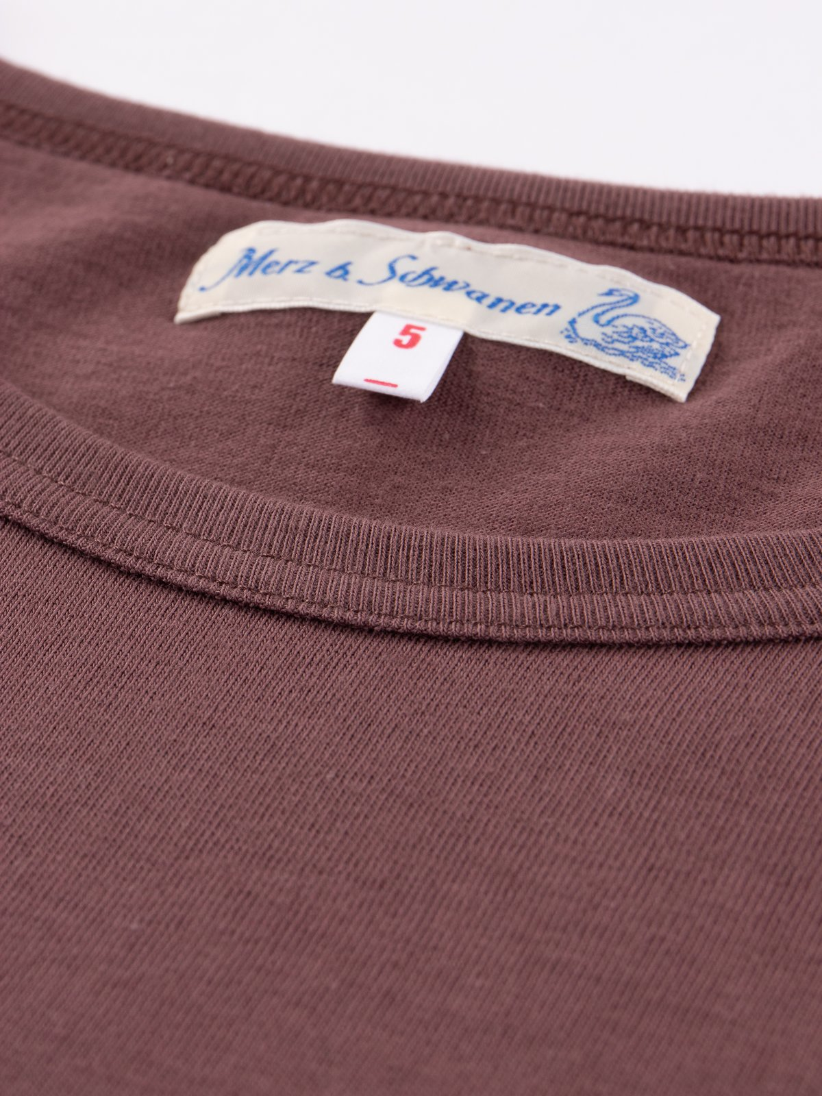 Red Oak 1950s Organic Crew Neck Tee - Image 5